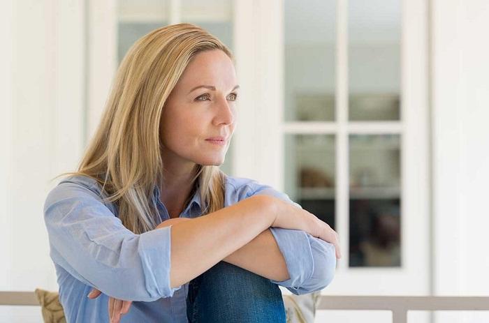 یائسگی در زنان درمان گرگرفتگی و خطر پوکی استخوان با هورمون تراپی